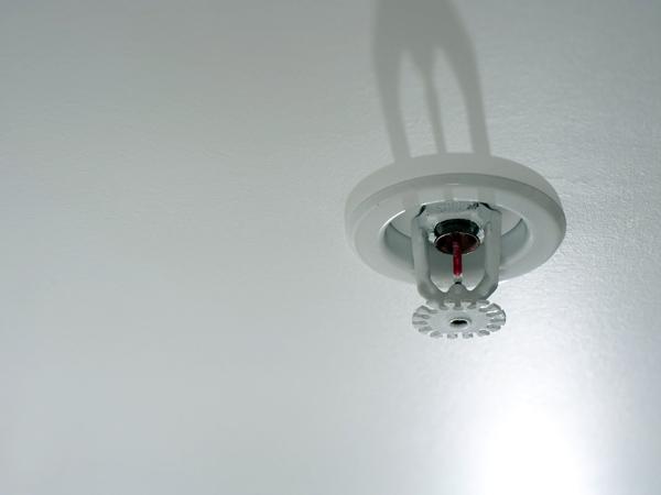 Legge-impianto-sprinkler-in-scuole-e-ospedali-lombardia